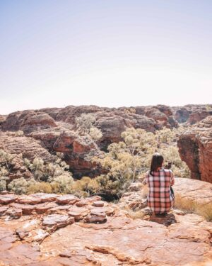 Stunning views of Kings Canyon in outback Australia. Red rock, adorning the impressive valley. #travelaustralia #oneworldwanderer #outbackaustralia #kingscanyon